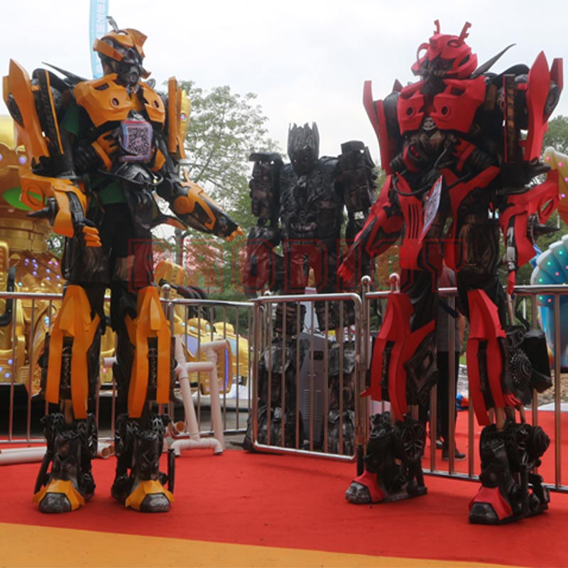 Model robot Transformer coat
